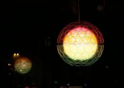 Kreuzberg leuchtet Ausstellung / farbige Kugel