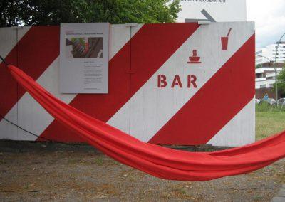 Metropolenhaus Baufeld V / Zaun und Open Air-Bar
