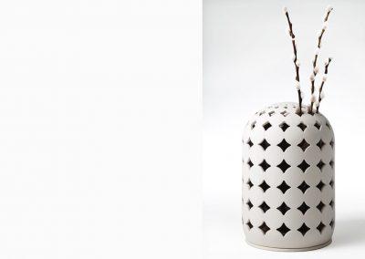 Keramik-Urne mit Blumen