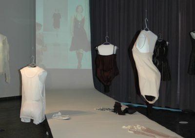 Ausstellung / Exponate und Film der Modenschau