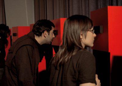 Ausstellung / Blick in die Guckkästen
