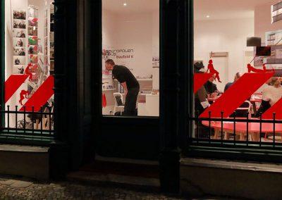Baufeld V Büro / Schaufenster nachts
